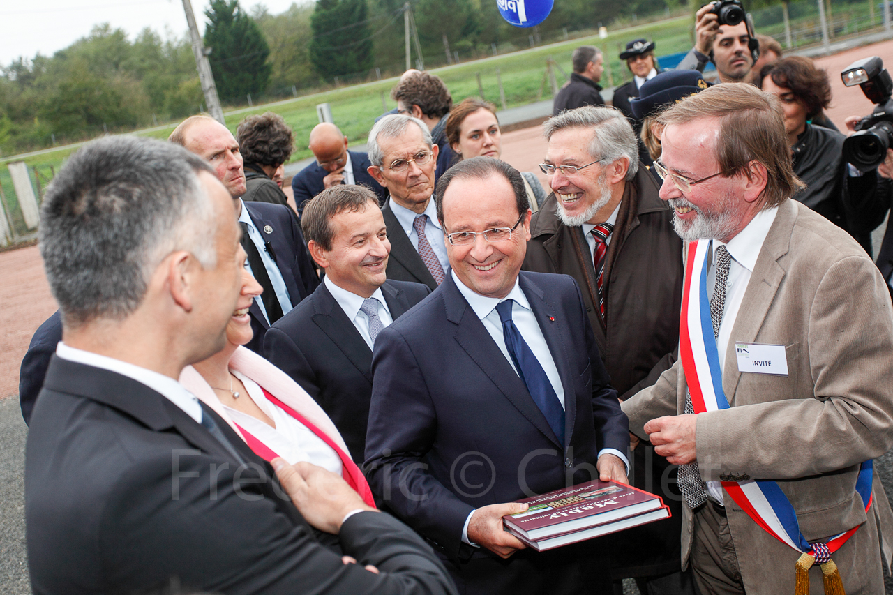 Inauguration françois hollande Isonat-5