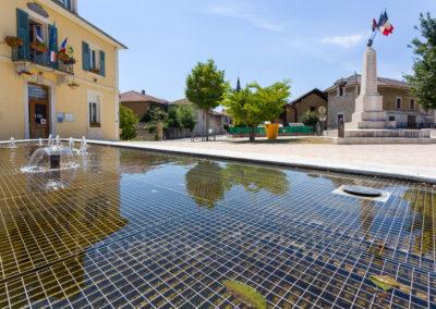 fontaine-miroir-place-du-champ-de-mars-st-jean-de-moirans-Frederic-Chillet-3
